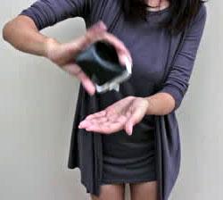 brak kasy ludzi młodych - pusty portfel